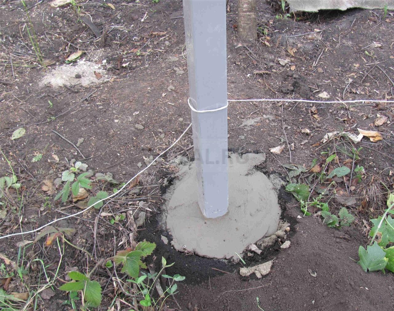 заливка бетоном столбов