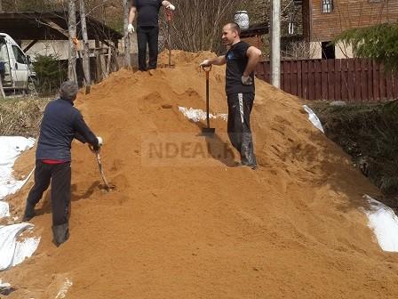 укладка песка на поверхность
