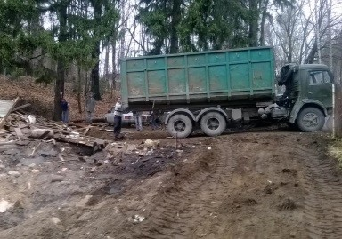 погрузка мусора вручную