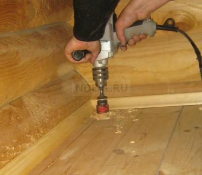сверление деревянного пола