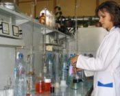 в-лаборатории-производят-анализ-воды