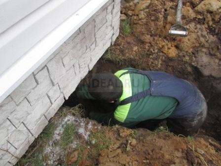 подведение водопроводной трубы в ленточный фундамент