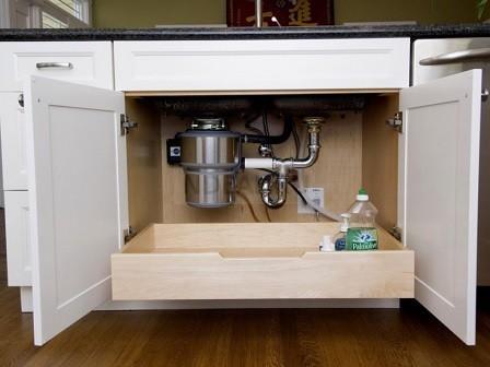 сифон установленный в шкафу под раковиной