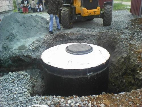 Смотровой колодец из двух бетонных колец